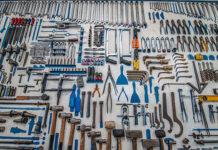Czy warto wypożyczyć narzędzia i elektronarzędzia na budowę